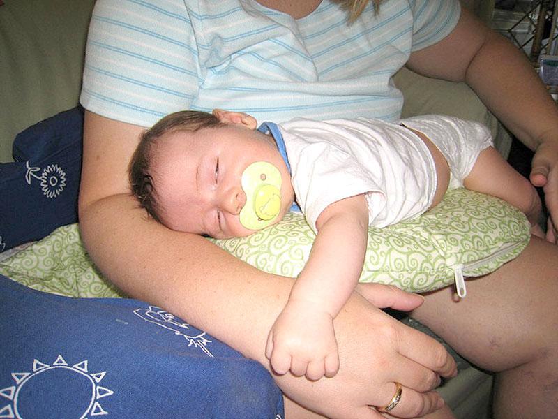 coliche rimedi consigli bambino cura neonato libricino-libri-fiabe-favole-per-bambini-ragazzi-news-blog-recensioni - venuti al mondo (4)